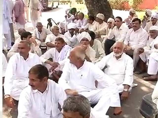 Video : Over Fight For a Bungalow, Delhi's VIP Zone Blocked To Traffic