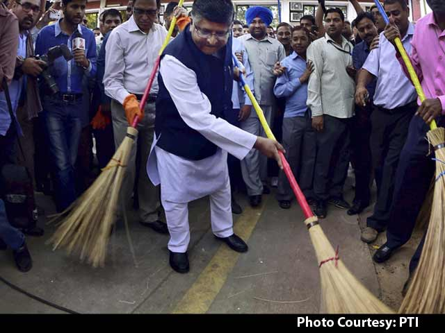 Video : For PM Modi's Clean India Mission, Ministers Pick Up Broom