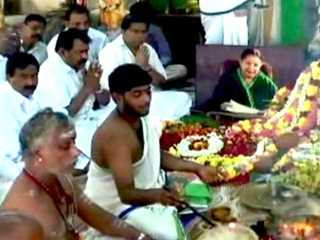 Video : Partymen Pray For Jayalalithaa as D-Day in Assets Case Nears