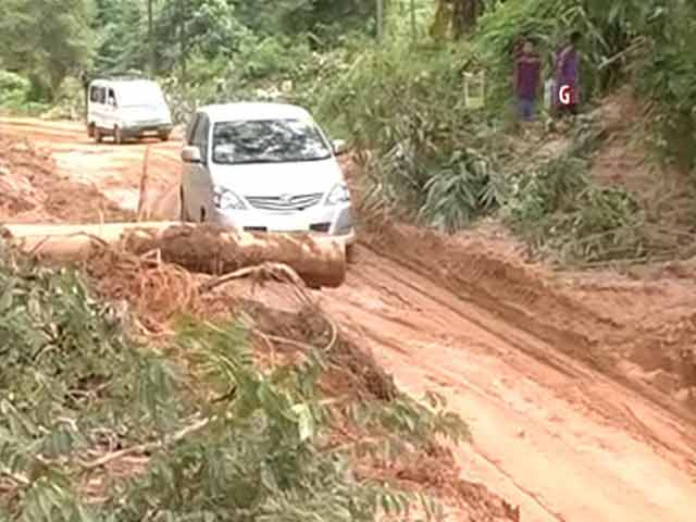 Video : Damaged Roads in Flood-Hit Meghalaya Hamper Relief Work