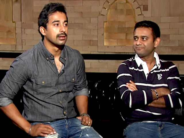 Video : Meet the Handsome Hunks of Bollywood - Suneil Shetty and Rannvijay Singh