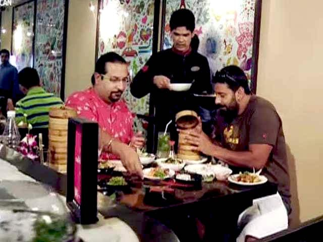 Video : Eat All You Can With Our Food Fanatics, Rocky and Mayur
