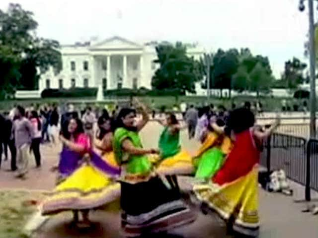 Videos : व्हाइट हाउस के बाहर पीएम मोदी के स्वागत में गरबा