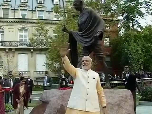 Video : PM Narendra Modi Visits Gandhi Memorial Before Obama Meet