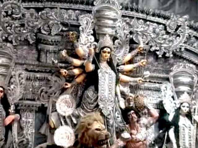 Videos : हीरों से सजी मां दुर्गा की मूर्ति