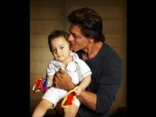 Video : <i>Baby's Day Out</i>: SRK Finally Introduces AbRam