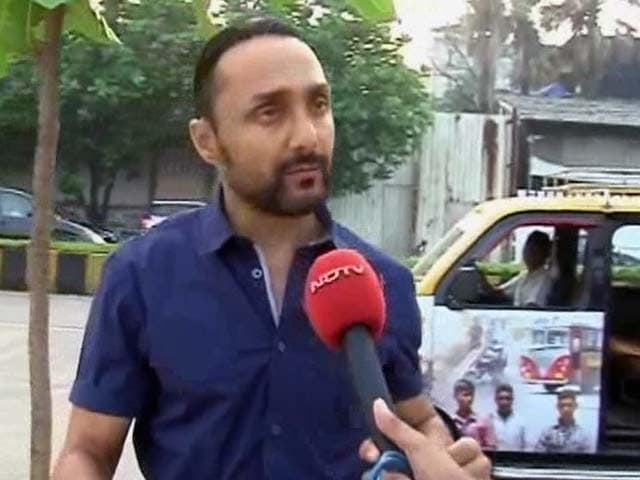 Video : Actor Rahul Bose Boards the Mumbai Meri Jaan Taxi