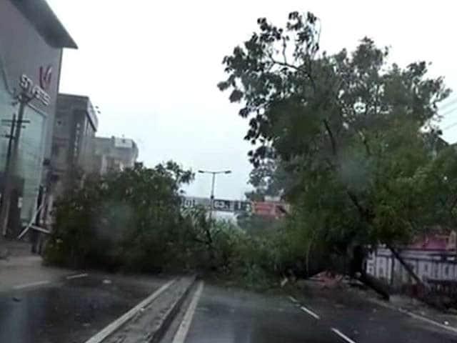 Video : विशाखापट्टनम में बिगड़ने लगे हालात