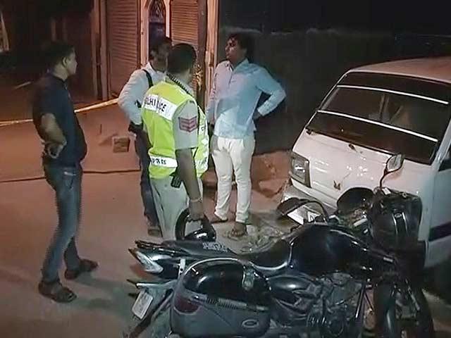 Video : दिल्ली : पुलिस पर फायरिंग, एक कॉन्स्टेबल की मौत