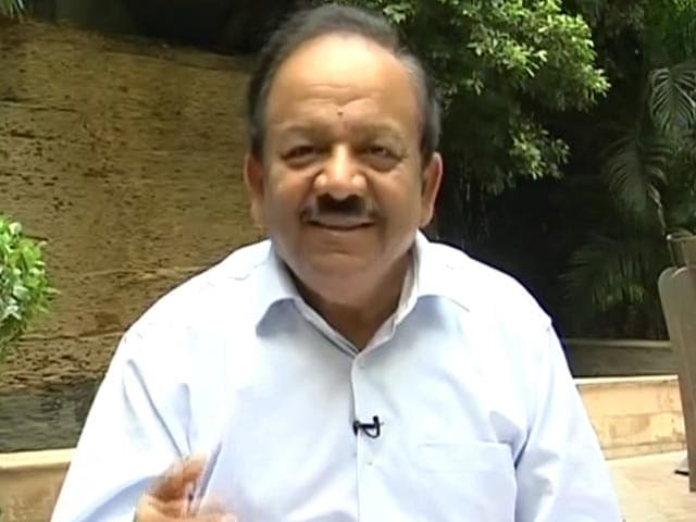 Video : Dr Harsh Vardhan Support Banega Swachh India's Initiative
