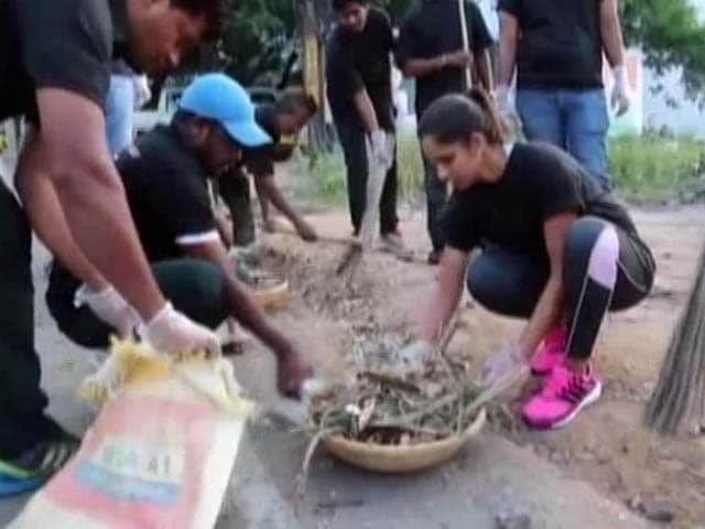 Video : Indian Tennis Star Sania Mirza Joins Swachh Bharat Campaign, Cleans Hyderabad Road