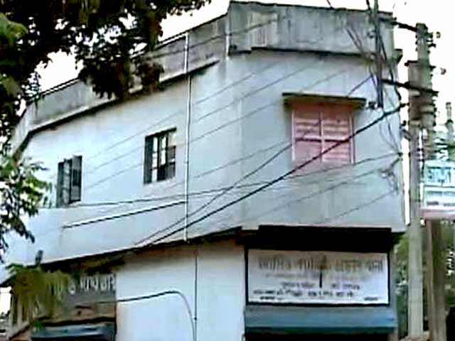 Video : Burdwan Blast Case: 30 Grenades Found From House Sealed by Bengal Police