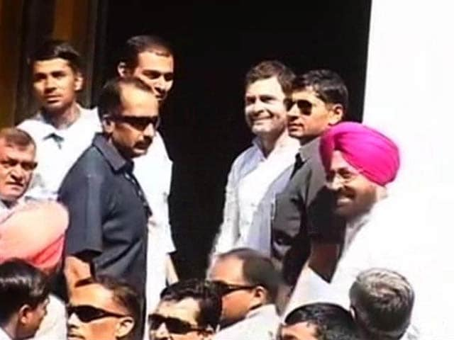 Video : Congress, Confronting Losses, Determined to Shield Gandhis