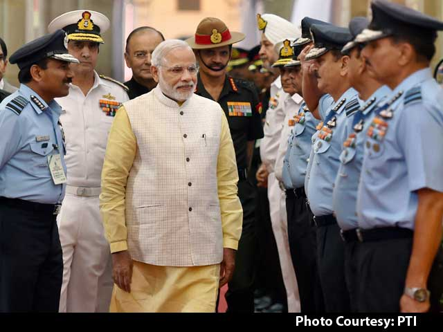 Video : PM Modi Meets Top Military Commanders to Review Border Situation