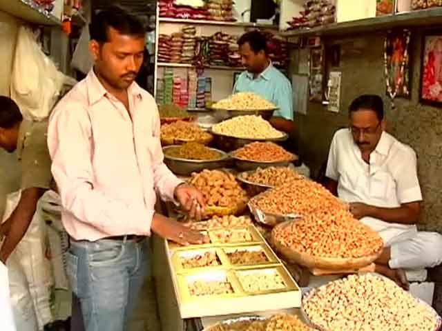 Videos : आसमान पर मेवों के दाम
