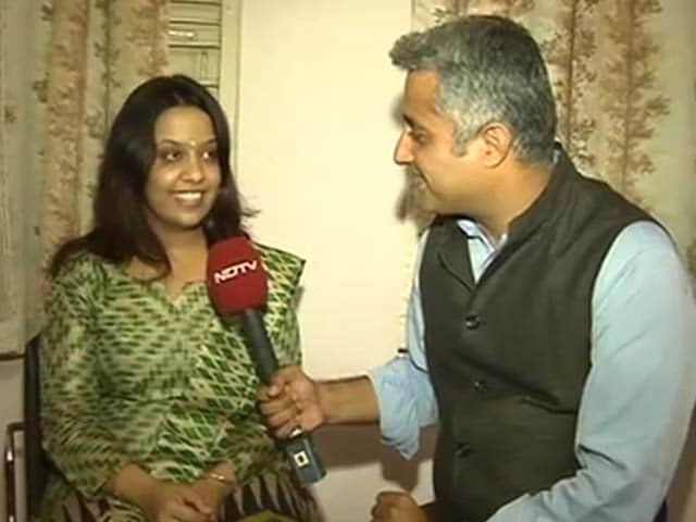 Video : Amruta Fadnavis Sings <i>Aayega Aanewala</i> as BJP Leads in Maharashtra