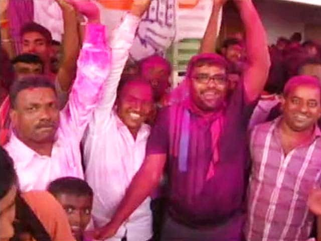 Video : Colours of Holi as Prithviraj Chavan Wins Karad South