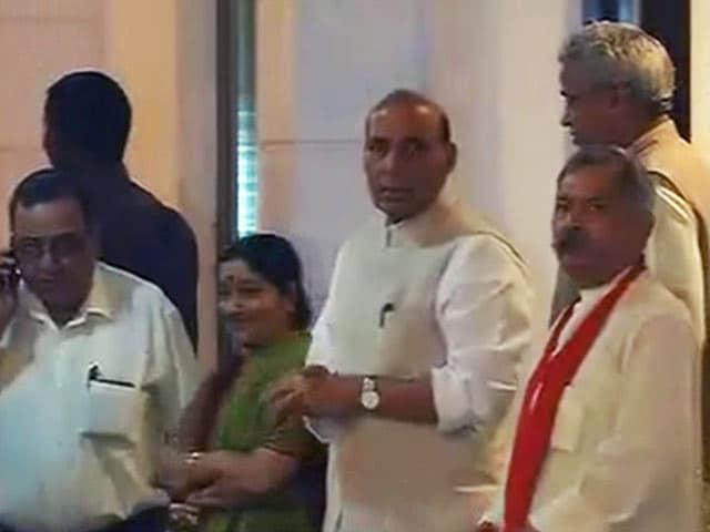 Videos : महाराष्ट्र : सरकार बनाने की जल्दबाजी नहीं दिखा रही बीजेपी