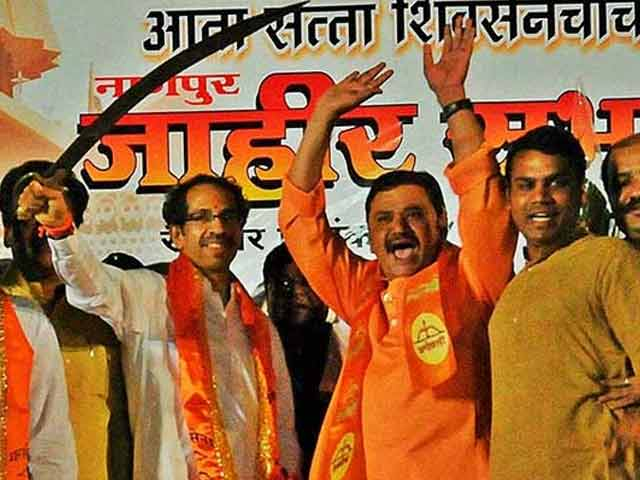 Video : Maharashtra Government Formation: Negotiations to Begin. Shiv Sena Leaders Fly to Delhi to Meet BJP
