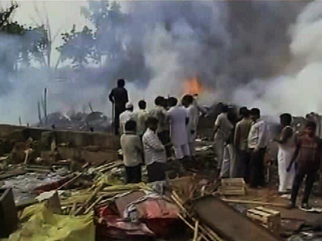 Video : दिल्ली के शास्त्री पार्क में आग से कई झुग्गियां खाक