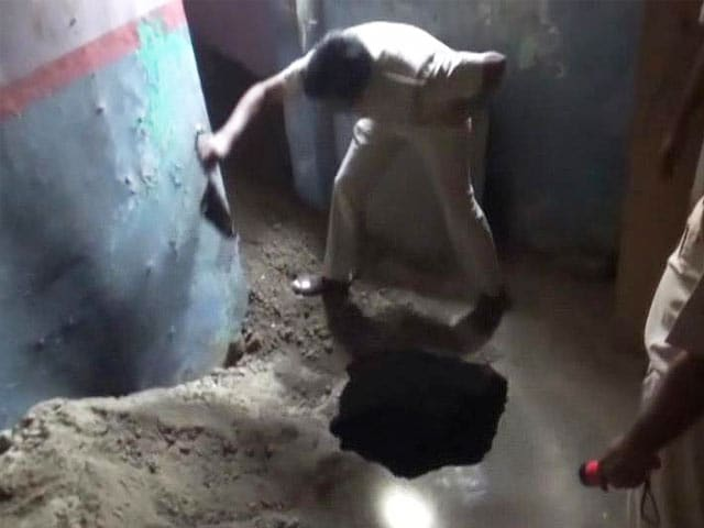 Video : Robbers Dig Tunnel to Bank, Loot Crores in Hollywood-Style Heist