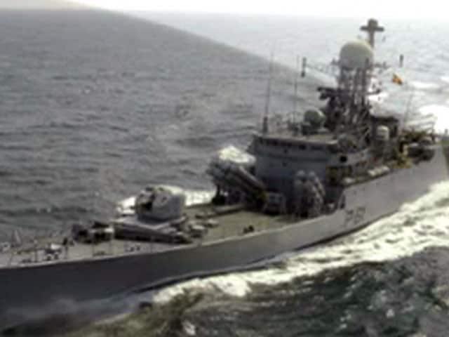 Videos : बीच समुद्र हादसा : INS कोरा से रगड़कर निकला मालवाहक जहाज