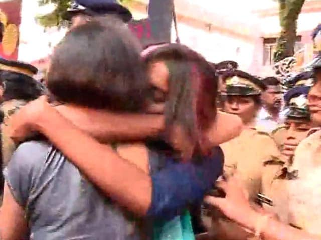 Video : No Happy Ending For Kerala's 'Kiss of Love', Police Pick Up 50 Participants