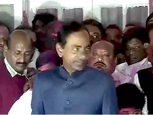 Videos : तेलंगाना में जान देते किसान, विधायक मालामाल!