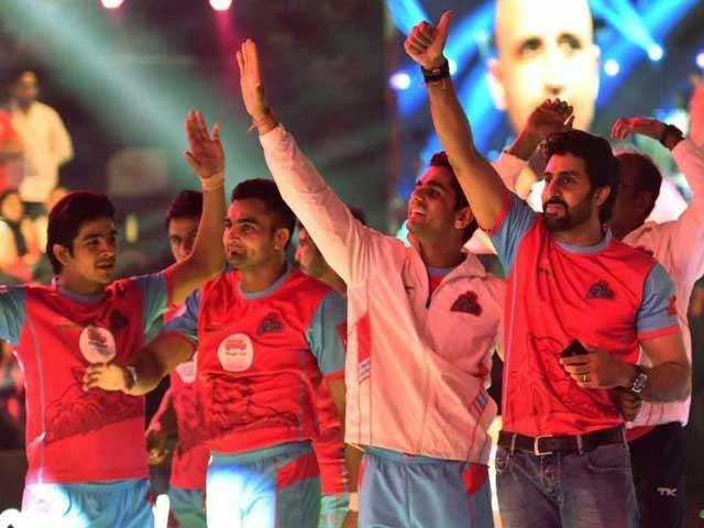 Video : Abhishek Bachchan's Team Spirit