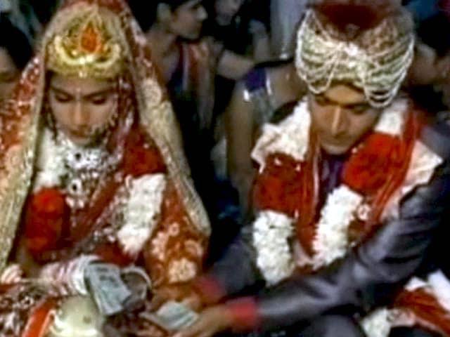 Videos : हरियाणा की दो बहनों ने क्यों लिए सात की जगह नौ फेरे