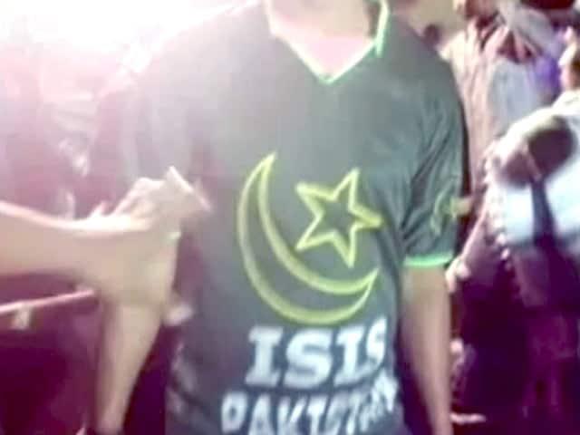 Videos : झारखंड में मुहर्रम के दौरान दिखी आईएस की टी-शर्ट