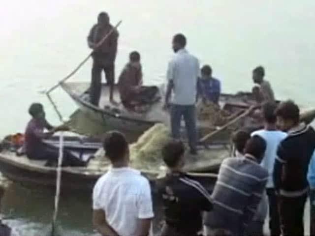 Video : रायबरेली में नाव डूबी, तीन की मौत