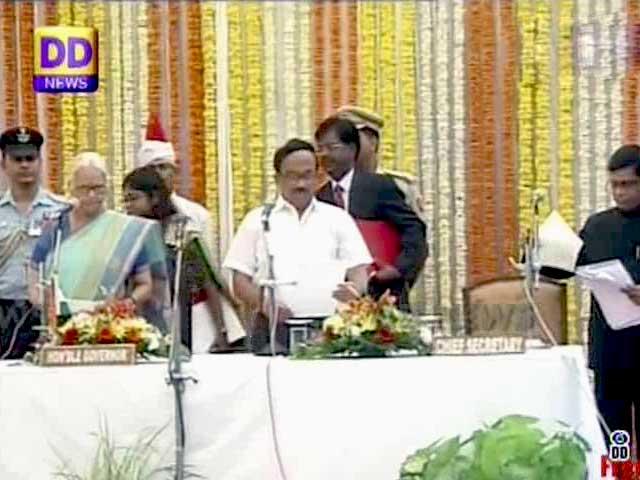 Videos : लक्ष्मीकांत पार्सेकर ने गोवा के मुख्यमंत्री के रूप में ली शपथ