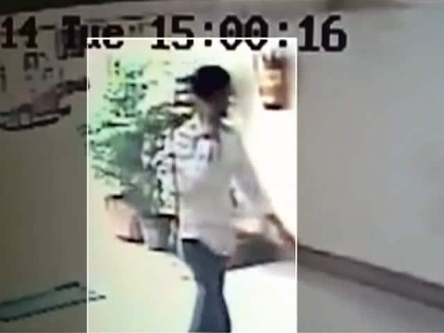 Videos : मुंबई : सीसीटीवी में कैद हुआ हत्या का आरोपी गिरफ्तार