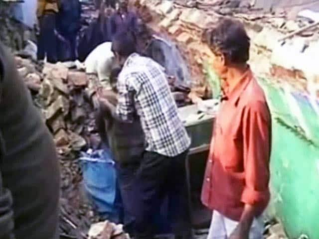 Videos : धनबाद में भूमिगत आग के चलते 50 घर ज़मींदोज़