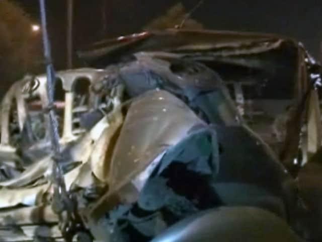 Videos : ग्रेटर नोएडा एक्सप्रेस वे पर भीषण हादसा, पांच की मौत