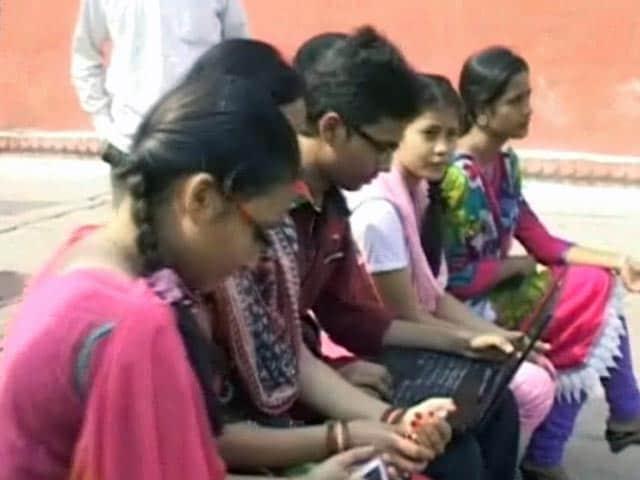 Videos : वाराणसी के घाट हुए वाई-फाई