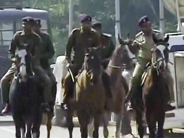 Videos : रामपाल की गिरफ्तारी के लिए पुलिस ने कसी कमर