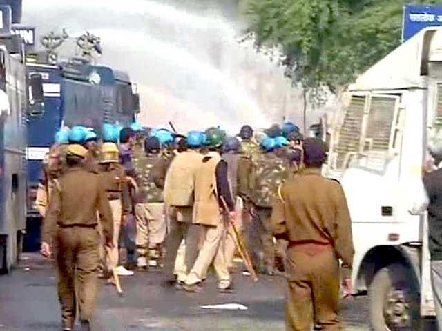 Videos : रामपाल के आश्रम पर पुलिस कार्रवाई रहेगी जारी