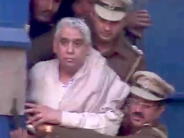 Videos : खबरों की खबर : सलाखों के पीछे पहुंचा रामपाल
