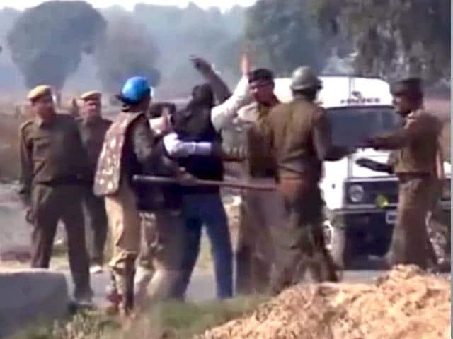 Videos : प्राइम टाइम इंट्रो : पत्रकारों पर हुए हमले से उठते सवाल