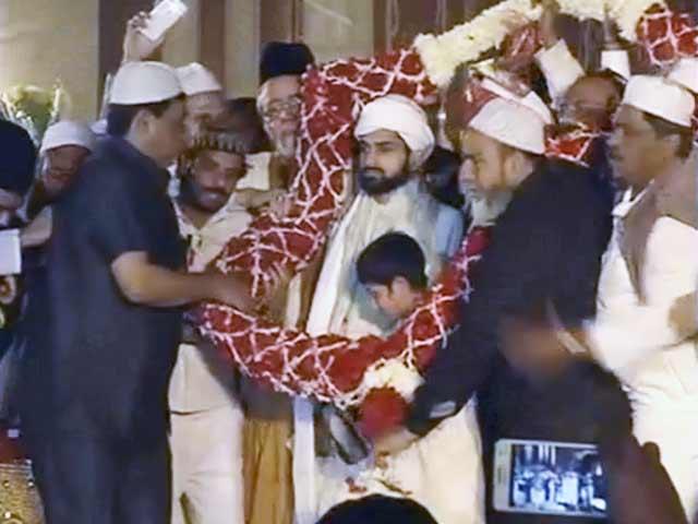 Video : इमाम बुखारी ने बेटे को बनाया उत्तराधिकारी