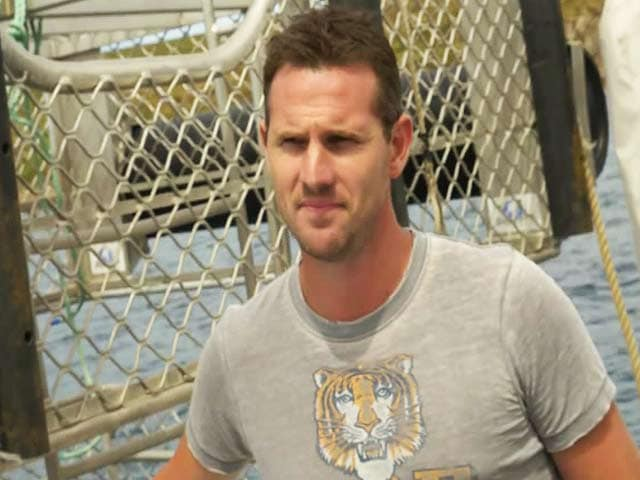 Video : Shaun Tait Takes Cricket World Cup Trophy Great White Shark Diving