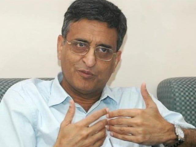 Video : Ex-Delhi University Vice Chancellor Deepak Pental Sent to Tihar Jail on Plagiarism Complaint