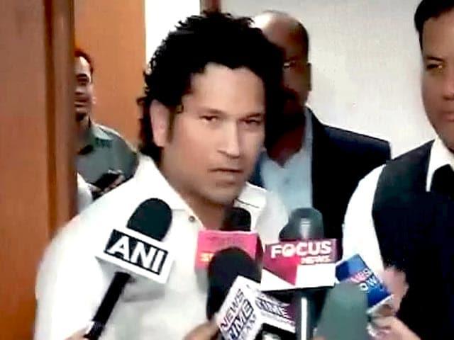 Videos : सचिन तेंदुलकर ने खेलमंत्री से मिलकर सरिता देवी का साथ देने की अपील की