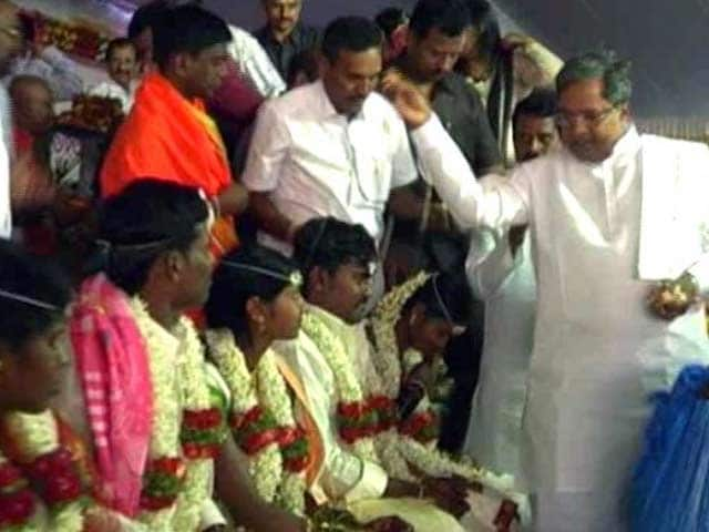 Video : Karnataka Minister's Daughter Marries in Mass Wedding Ceremony