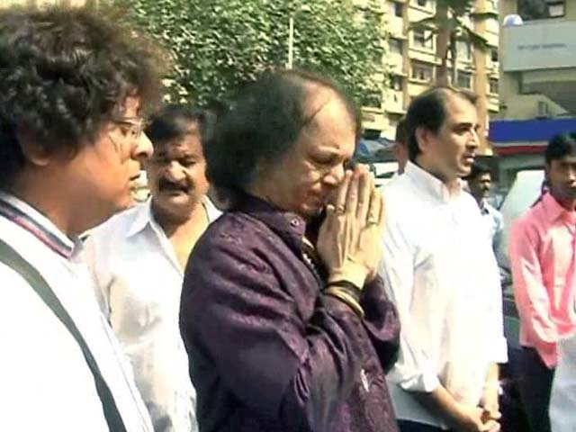 Video : Celebs Mourn Sitara Devi's Death