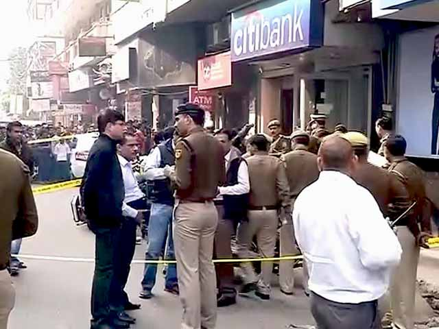 Video : Guard Shot, Rs. 1.5 Crore Looted from Cash Van by Robbers in Delhi