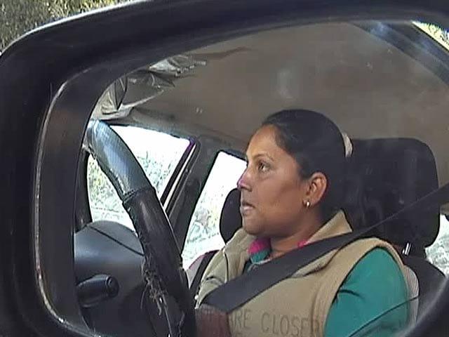 Videos : मुश्किल में सखा कैब की महिला ड्राइवर