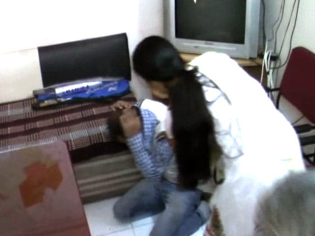 Video : In Indore, Woman Catches Man Who Grabbed Her Chain